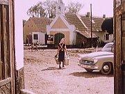 Záběr z filmu Kam čert nemůže. Natáčelo se ve Zbudově.