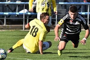 V divizi Dynamo B po šlágru s Přešticemi (Jakub Matoušek padá po zákroku Růžičky) v sobotu hostí v dalším šlágru Katovice.