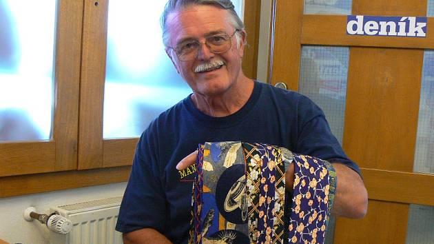 Kravaty daroval také bývalý sládek Budvaru Josef Tolar.