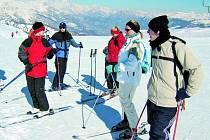 Zasněžené alpské svahy ve francouzském lyžařském středisku Risoul hostí v zimě i tisíce českých turistů.