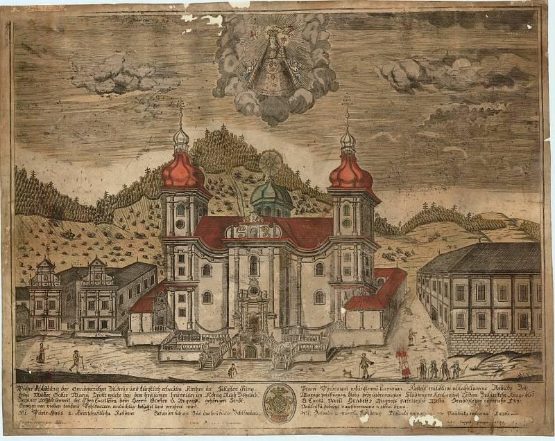 Historická rytina, na které je vidět vpravo od kostela buquoyská rezidence a vlevo tzv. Panský dům.