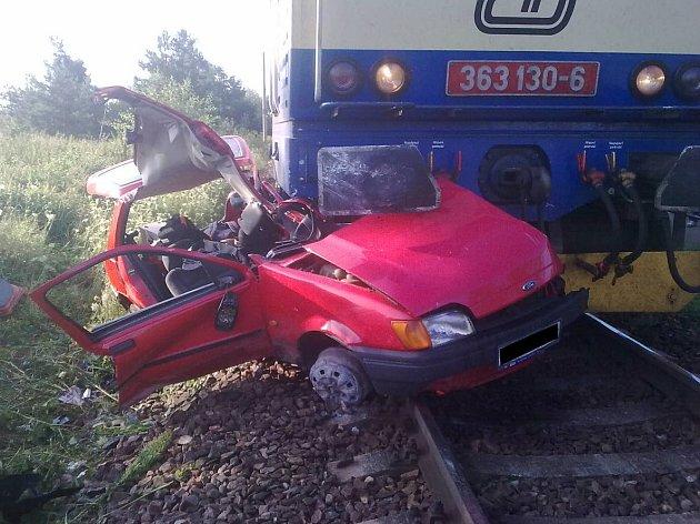 Při srážce s vlakem v Hrdějovicích se těžce zranil devětadvacetiletý muž.