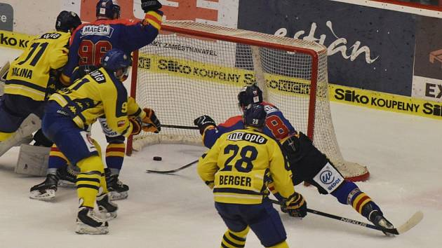 Filip Novák právě dává vítězný gól druhého čtvrtfinále.