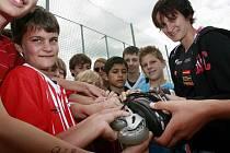 Na fotbalovém stadionu v Dřítni vyvrcholilo finále Pětiboje Martiny Sáblíkové. Žáci základních škol tu za účasti zlaté olympioničky porovnali své sportovní síly. Sprotovní den byl součástí kampaně Nadace ČEZ, která má motivovat děti k pohybu.