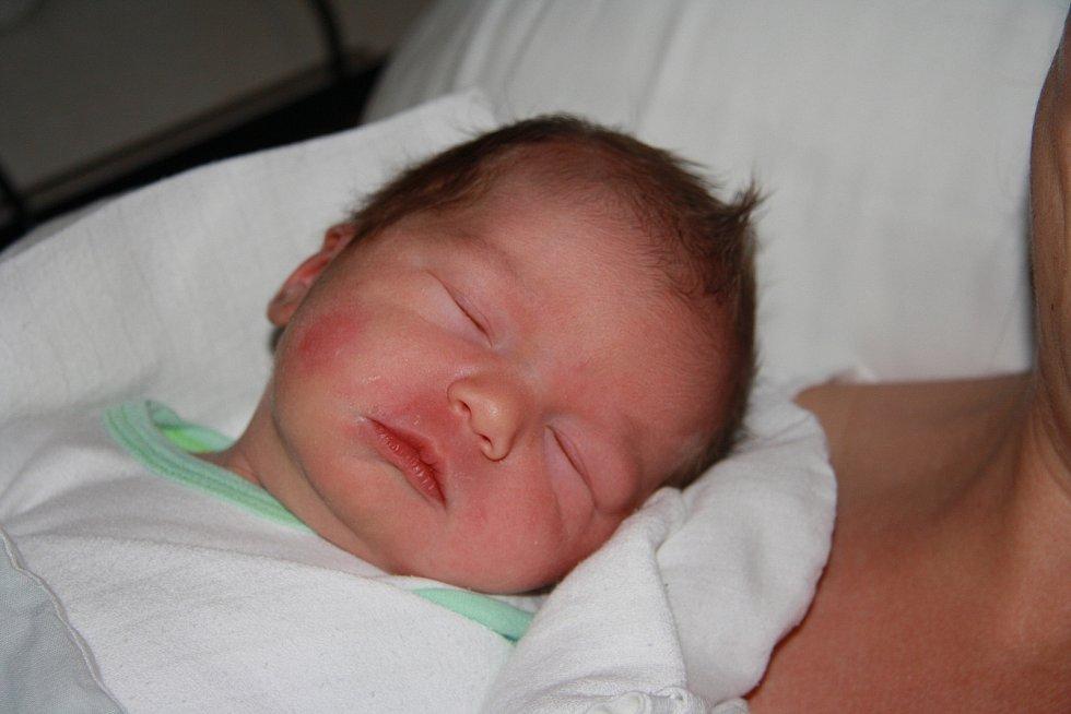 Tomáš Chovanec z Příbrami.Narodil se 7. června v 8.15 hodin v prachatické porodnici rodičům Pavle a Milošovi Chovancovým. Vážil 3504 gramů.Má dvouletého brášku Honzíka.