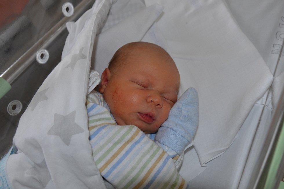 Jáchym Pešek ze Sedlice. Prvorozený syn Kateřiny a Petra Peškových se narodil 6. 11. 2020 ve 13.08 hodin. Při narození vážil 3550 g a měřil 49 cm.