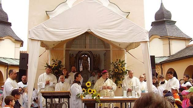 Dětskou diecézní pouť ozdobil mší českobudějovický biskup Jiří Paďour.