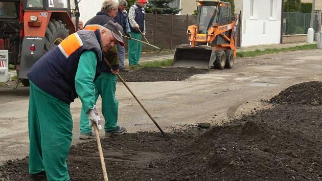 Pokládání asfaltu