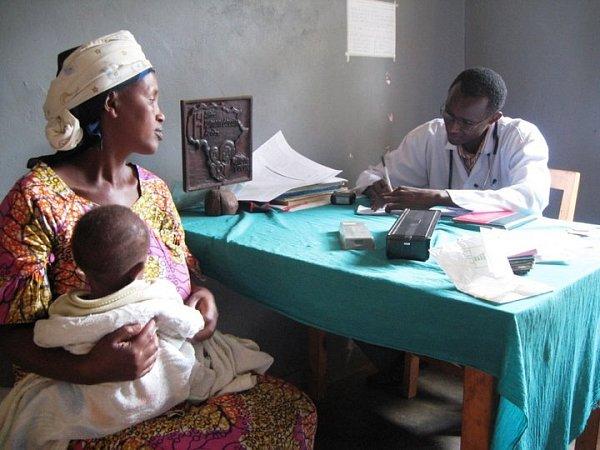 Rwandský lékař vambulanci.