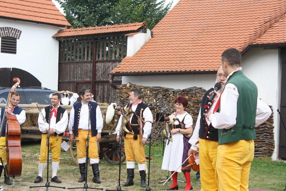 Městys Ševětín. Setkání na Blatech, akce Blaťáckého souboru písní a tanců Ševětín.