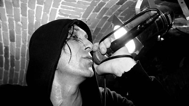 Skupina Sunshine představí 13. prosince v táborském klubu Bardo dokument Zpátky ke kořenům. Na snímku zpěvák Karel Kay Buriánek.