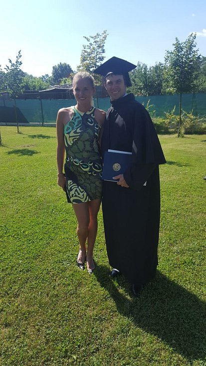 Petr Kovář, absolvent Jihočeské univerzity, na snímku s manželkou Julií, která je manažerkou české ženské volejbalové reprezentace.