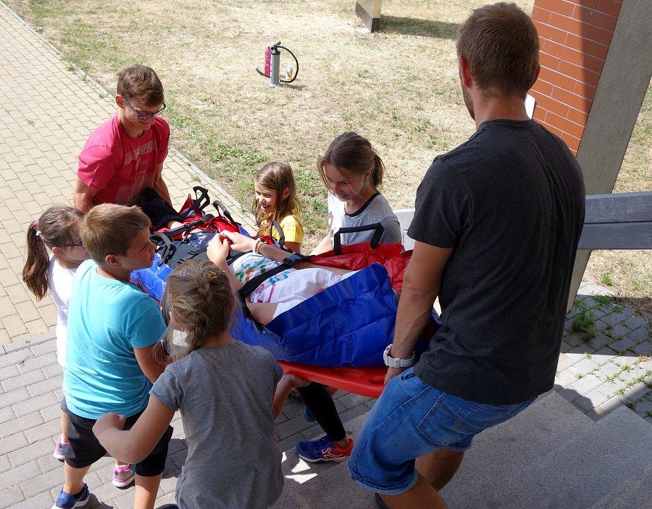 Děti si užívají příměstský tábor.