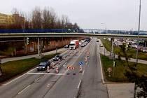 Ve středu ráno začala dopravní omezení u českobudějovické křižovatky Diamant.