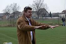 Miroslav Mičan strávil část podzimní sezony 2007 u kormidla Hluboké v krajském přeboru. V těchto dnech trenér na volné noze zvažuje nabídku z Borovan.