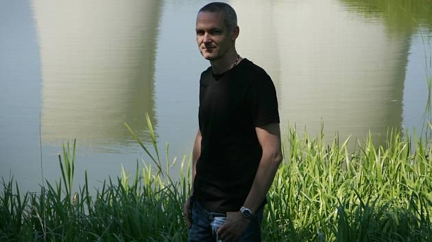Román Rybí krev, který letos vydal spisovatel Jiří Hájíček (na snímku), zvítězil v anketě Deníku Jihočeská kulturní událost roku 2012.