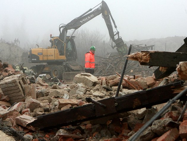 První budovy se začaly bourat již v roce 2011.