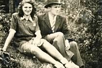 Linec připomene výstavou slavné převaděče známé jako Králové Šumavy. Na snímku se svou snoubenkou Marií Josef Hasil.