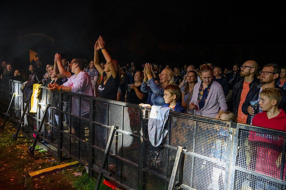 Koncert kapely Tata Bojs v Českém Krumlově si  návštěvníci jaksepatří užili. Foto: Pavel Sojka
