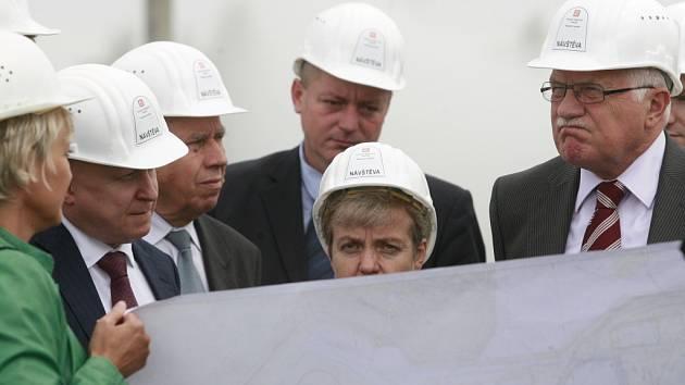 Prezident Václav Klaus navštívil jadernou elektrárnu Temelín a za přítomnosti  týmu z útvaru dostavba jaderných elektráren si prohlédl plány a místo výstavby třetího a čtvrtého bloku. Prohlídky a pracovního setkání se zúčastnil také ministr průmyslu a obc