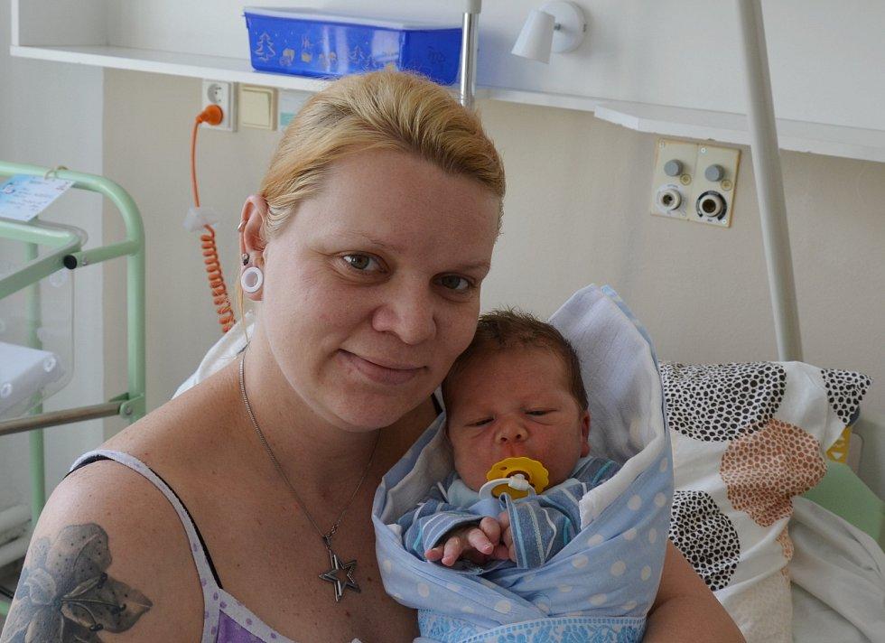 Vojtěch Heděnec z Týna nad Vltavou. Syn Jany Bečvářové a Patrika Heděnce se narodil 4. 4. 2021 v 15.48 hodin. Při narození vážil 3800 g a měřil 50 cm. Doma se na brášku těšila Emma (2,5).
