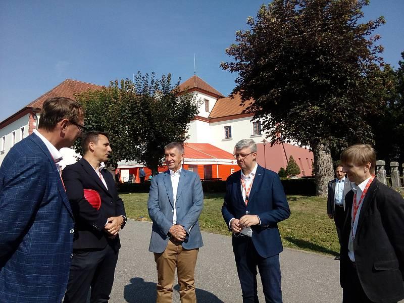 Premiér Babiš s ministrem Havlíčkem navštívili JE Temelín.