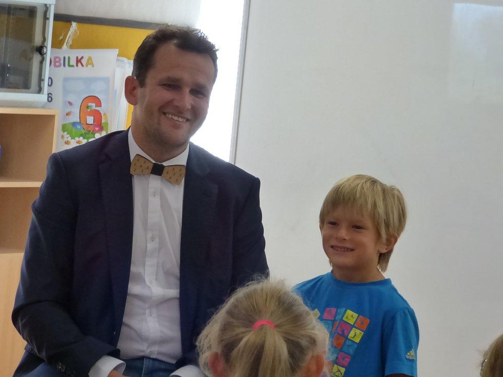 První školní den v Základní a Mateřské škole Hosín.