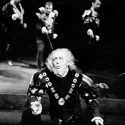 Josef Průdek, osobnost opery Jihočeského divadla, slaví 70. narozeniny. Snímek z představení Rigoletto.