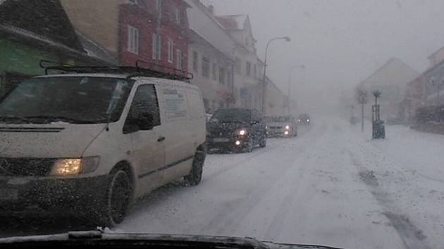 Sněhová přeháňka se v neděli přehnala Lišovem.