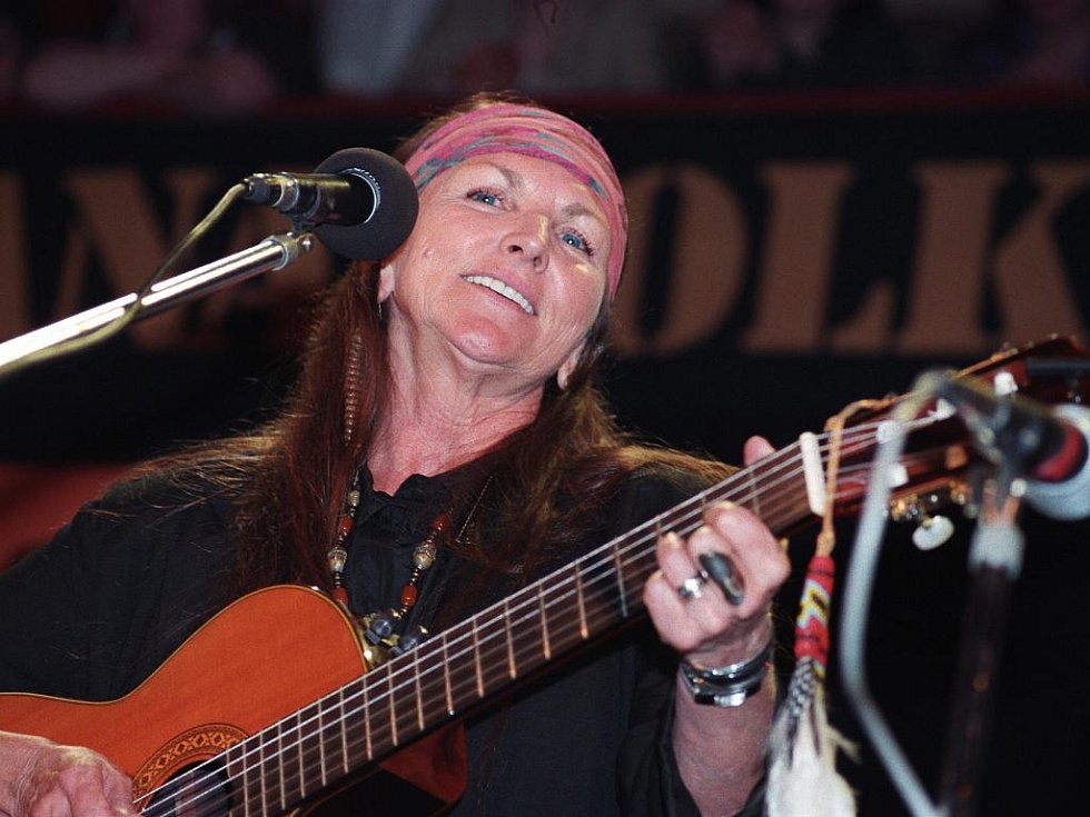 Americká zpěvačka Rattlesnake Anie, známá také jako Anka Chřestýš. Měla blízko k Michalu Tučnému, letos zahraje na festivalu Stodola Michala Tučného v Hošticích na Strakonicku v jižních Čechách.