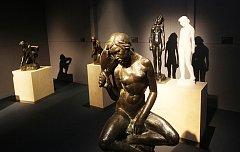 Výstava soch a plastik Tvrzení moderny v Alšově jihočeské galerii.