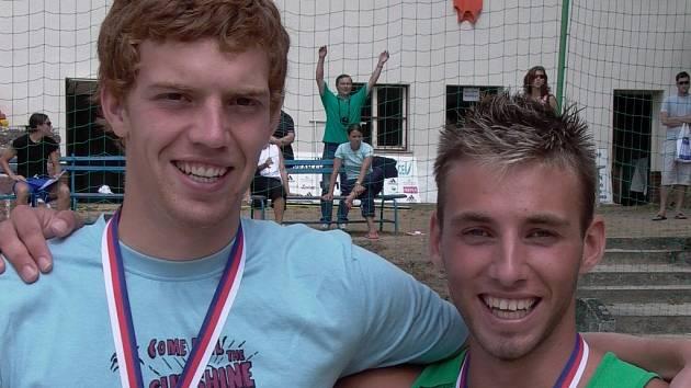 Ve finále regionálního mistrovství republiky stáli ve finále  Vodička (vlevo) s Růčkou na opačné straně sítě.  Ve Slavkově spolu vybojovali bronzové medaile.