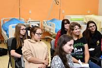 Hejtmanka Stráská zahájila školní rok na budějovické zdravotnické škole. Poděkovala zdravotníkům i studentům za nasazení při pandemii koronaviru.