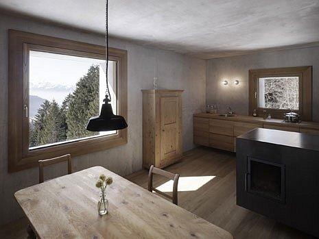 Budějovický Dům umění představuje rakouský ateliér Marte.Marte, který staví domy, mosty, kaple, muzea igalerie. Na snímku jejich horská chata valpském Laterns, která získala ocenění.