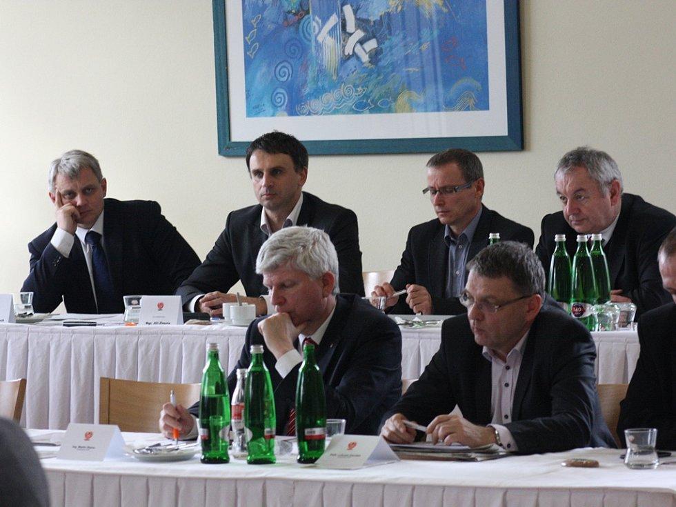 Sobotní krajská konference jihočeských sociálních demokratů v Hluboké nad Vltavou.
