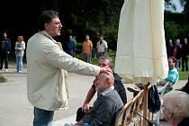 José Cura se s Josefem Průdkem seznámil v prosinci loňského roku. Nyní již k němu má vřelý vztah, při zkouškách jej oslovoval Pepíčku a dokonce mu sahal na hlavu.