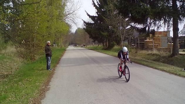 V SEDLE. Závody ve Strmilově i v Žirovnici jsou součástí Jihočeské amatérské ligy. Snímek je z prvního závodu, který proběhl v Hosíně.