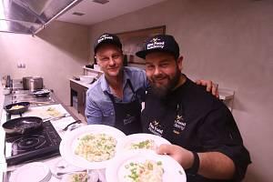 Krob a Ihnačák vaří v hotelu Budweis