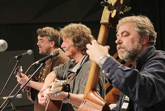 Jihočeské kolo festivalu Porta se odehrálo 21. března v Českém rozhlase České Budějovice. Na snímku zleva Jiří Mach, Pavel Zajic a Zdenek Schwager, hráli jako hosté.
