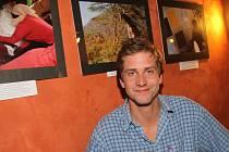 Petr Šmelc představuje své snímky z Keni v českobudějovickém Café Hostel. Výstava tu potrvá do konce měsíce. Během dubna se pak přesune do hotelu Rezidence v Nových Hradech.