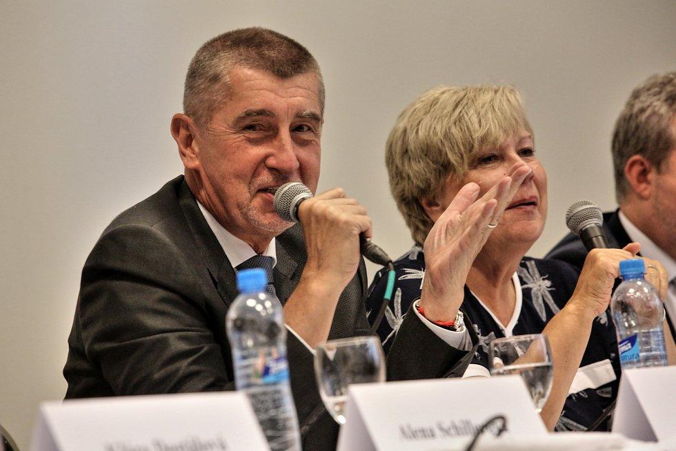 Vláda Andreje Babiše debatuje v Jihočeském muzeu se starosty.