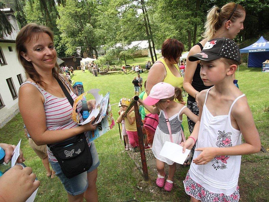 Už po páté se Martinském mlýně u Pěčína u Trhových Svinů konal dětský den a benefiční koncert Kdo má rád.