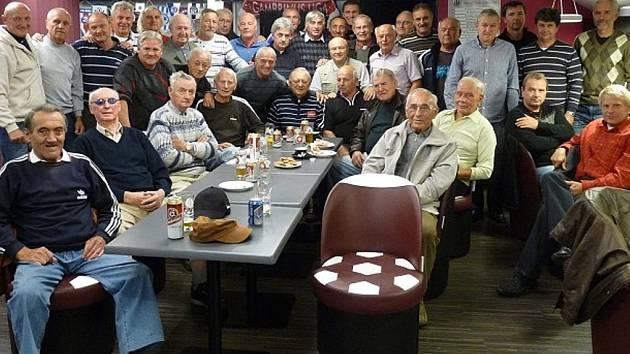 Bývalí fotbalisté při svém setkání na Dynamu.