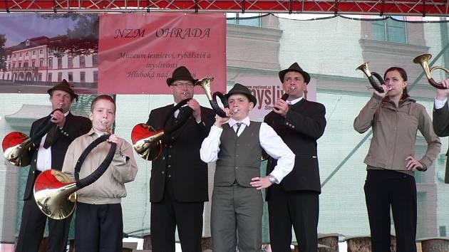 Národní myslivecké slavnosti v loveckém zámku Ohrada u Hluboké nad Vltavou jsou jednou z mnoha akcí, na níž Jihočeští trubači v průběhu roku vystupují.