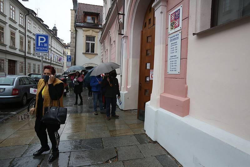 Nouzový stav znovu uzavřel školy i restaurace.