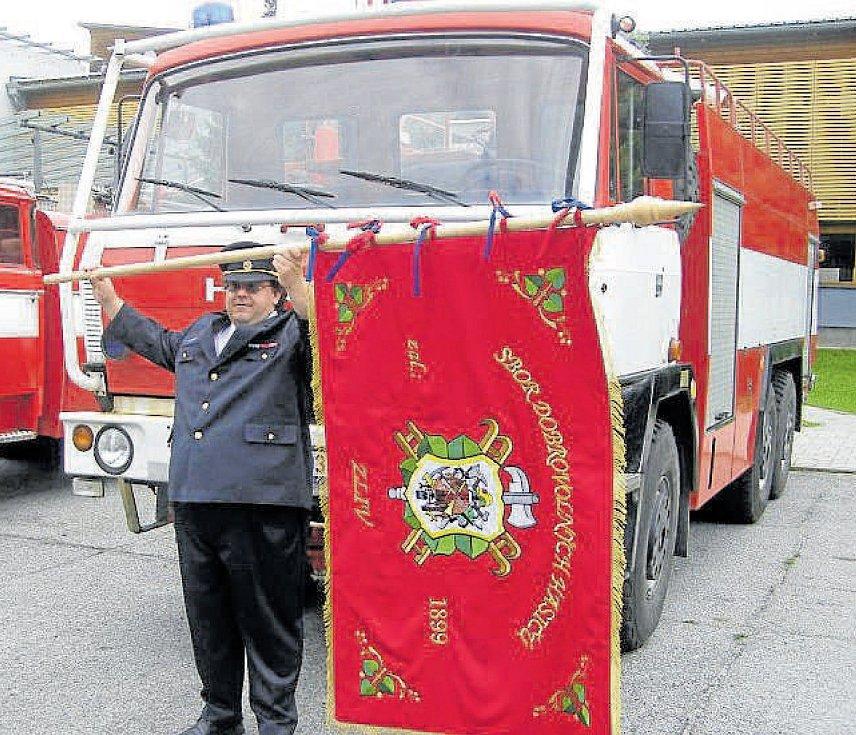 Přes překážky ke štěstí. V červnu roku 2011 získali zlivští dobrovolní hasiči od společnosti ČEZ zásahový automobil Tatra T-815 CAS 32. Ten poslali v roce 2017 k renovaci jedné firmě v Olomouci, místo opraveného auta ale dostali vrak. Nakonec se ale na ně