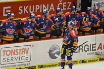 Lukáš Květoň slaví se svými spoluhráči gól do sítě Slavie.