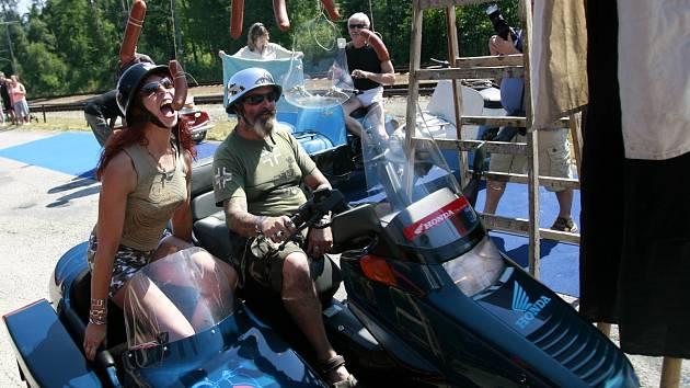 Obec Jílovice a Veteran Garage Roděj Ambrož pořádali 27. července Skútr fest. Setkání skútrů dopravázela výstava a spanilá jízda traktorů.