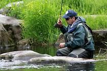 ME v lovu na umělou mušku na Vltavě pod Lipenskou přehradou. Trénink v Čertových proudech pod hrází.