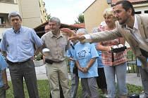 Nové hřiště na oblíbenou francouzskou hru petanque dostali sponzorským darem klienti domu s pečovatelskou službou Staroměstská v Českých Budějovicích.